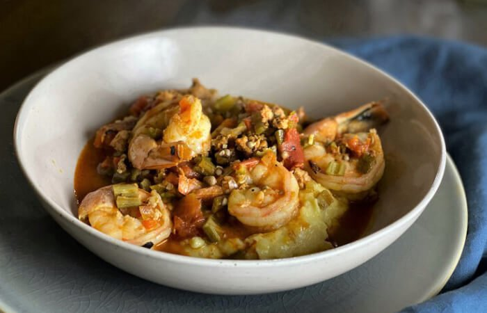 camarones secos acompañados con arroz