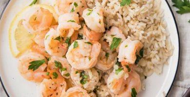 arroz con camarones al ajillo