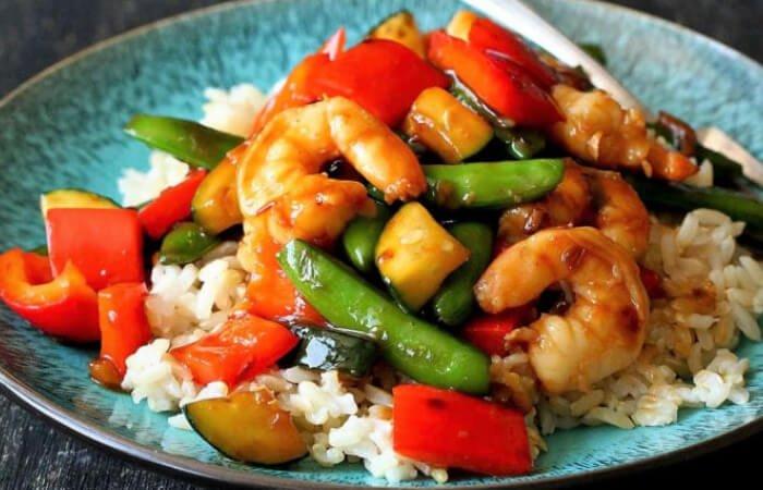 arroz con camarones y verduras