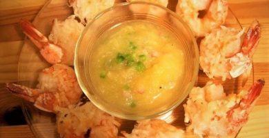 camarones al coco con salsa de piña