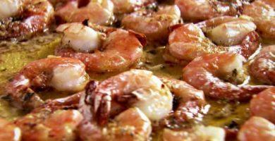 Camarones al mojo de ajo con cáscara