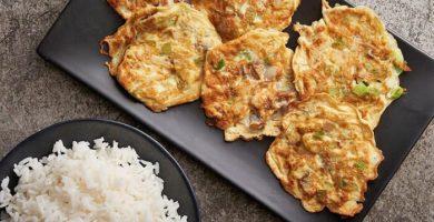 Tortilla de camarones china o Foo Yung de camarones