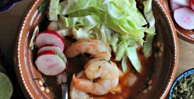 Pozole de camarón estilo Sinaloa