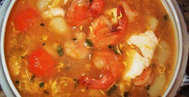 sopa de camarones salvadoreña