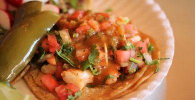 tostadas de camarón estilo Sinaloa