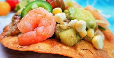 tostadas de camarón con jaiba
